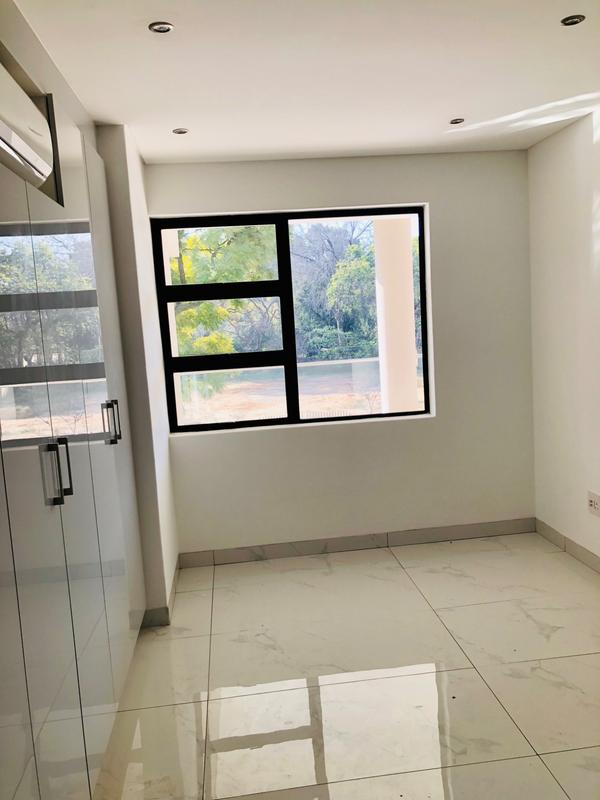 Property For Sale in Houghton, Johannesburg 9