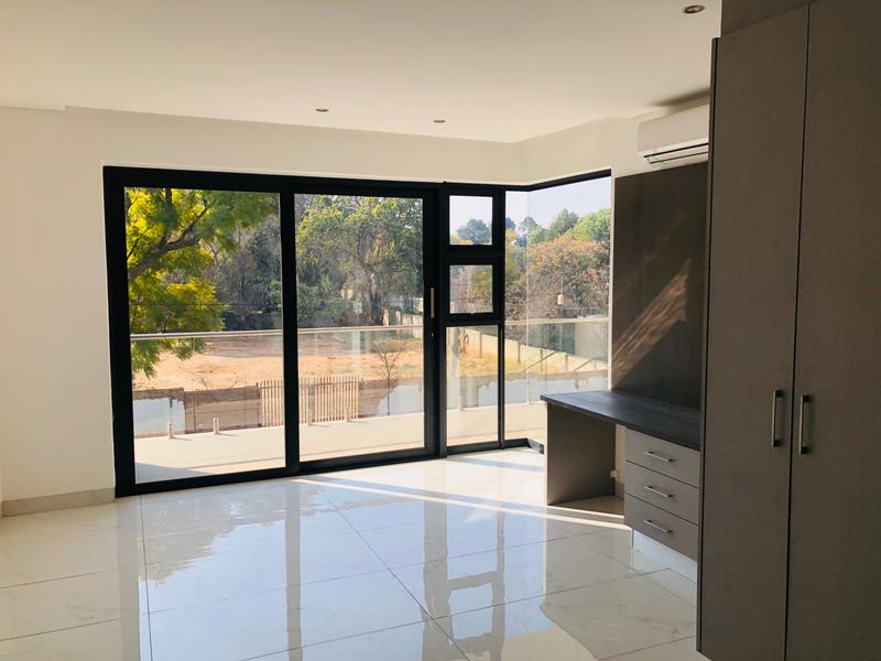 Property For Sale in Houghton, Johannesburg 11