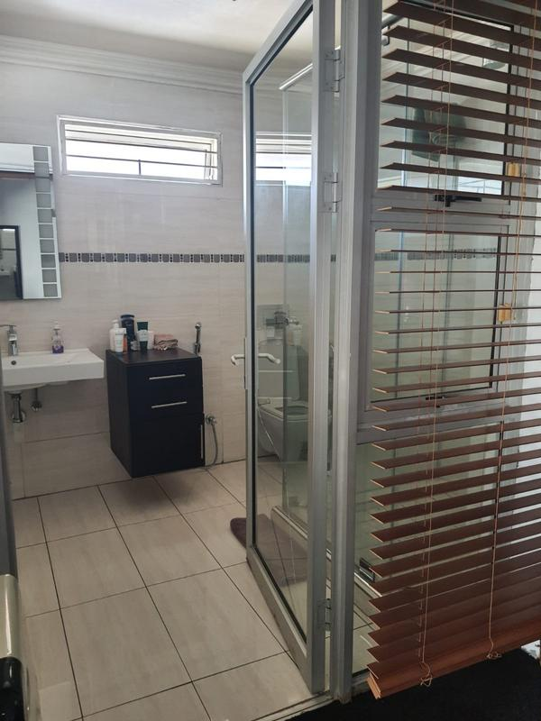 Property For Rent in Emmarentia, Johannesburg 15