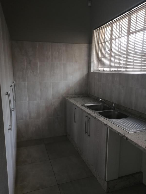 Property For Rent in Emmarentia, Johannesburg 7