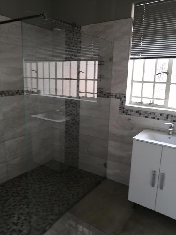 Property For Rent in Emmarentia, Johannesburg 9
