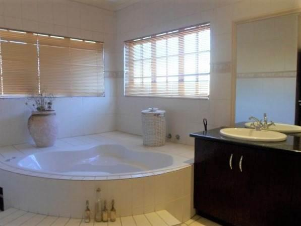 Property For Sale in Raslouw, Centurion 16