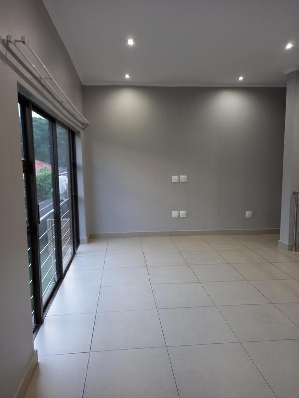 Property For Rent in Greenside, Johannesburg 11