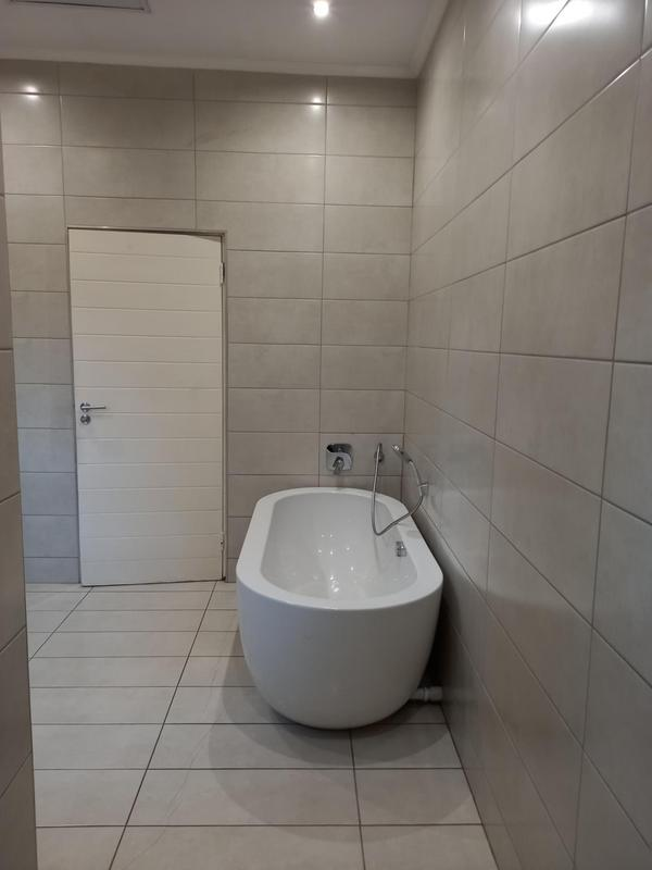 Property For Rent in Greenside, Johannesburg 13