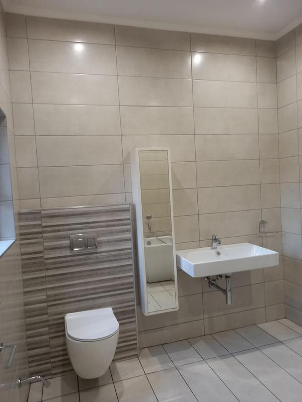 Property For Rent in Greenside, Johannesburg 14