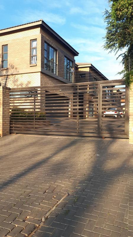 Property For Rent in Greenside, Johannesburg 23