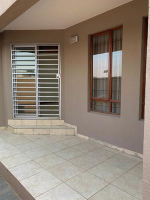 Apartment / Flat For Rent in Linden, Johannesburg