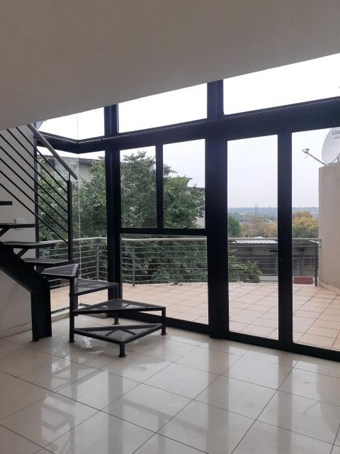 Apartment / Flat For Sale in Rooihuiskraal North, Centurion